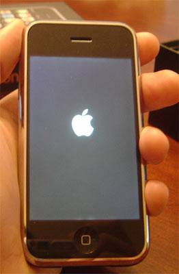 Solution To iPhone 4/3GS/3G Stuck on Apple Logo 3